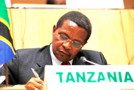 President Kikwete at the African Union summit in May where he urged Rwanda and Uganda to talk to their DRC-based rebels